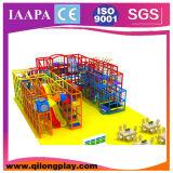 A estrutura cheia caçoa o campo de jogos interno (QL-17-1)