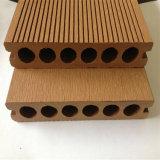 Decking en plastique en bois du composé WPC de trou rond pour le syndicat de prix ferme