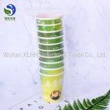 Taza de papel disponible de encargo con el té agregado