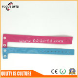 Pulsera disponible impermeable de RFID para los acontecimientos