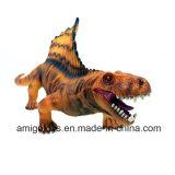 Kind-kreatives Modell spielt Simulations-Dinosaurier