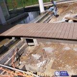 Decking extérieur durable inférieur WPC de la CE MOQ pour le plancher