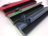 Специальная бумажная коробка с смычком тесемки