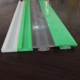 Extrusão que processa o perfil branco do plástico do PVC da forma de U