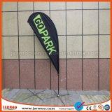 Im Freienstandplatz-Wind-Fliegen-Markierungsfahne mit Standplatz