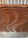 中国の製造者は装飾の物質的な方法デザインのための打つアルミニウムパネルを曲げた