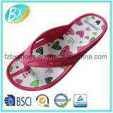 Sandali del pistone con stampa del cuore per le donne