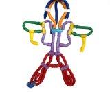 Bâton courbé d'enfants insérant le jouet de synthons