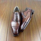 Zapatos de trabajo hechos a mano del hombre de la vaca del estilo de cuero de la alineada