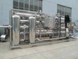 La pequeña planta de tratamiento de agua para beber agua embotellada