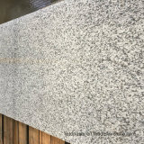 カウンタートップの平板および床タイルのための白いおよび灰色の花こう岩