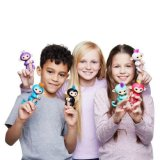 クリスマスのギフトWowweeは大人のおもちゃの赤ん坊のユニコーンのFingerlingsをからかう