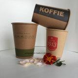 Una sola pared de vasos de papel café Marrón