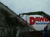 Le béton humide de la pulvérisation de la machine sur le chariot avec de placer les bras de rampe