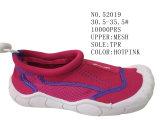 La maille de couleur de Hotpink badine des chaussures