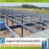 Verniciare il magazzino chiaro della struttura d'acciaio