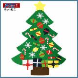 2017 de Gevoelde die Kerstboom van jonge geitjes DIY met de Gift van Ornamenten wordt geplaatst