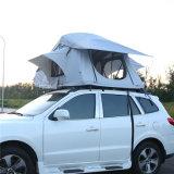 Persona 4X4 della tenda di campeggio dell'automobile 2 fuori dalla tenda di campeggio del rimorchio della strada