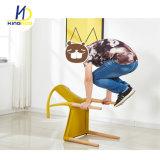 Utilisation générale de l'accoudoir jambes de bois plastique chaise de salle à manger du restaurant