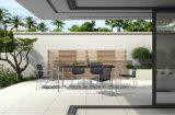 藤の庭表の屋外のダイニングテーブル