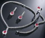 Collana di cristallo degli orecchini dell'argento dei monili e della collana di nuovo Zircon d'ottone