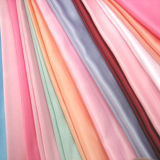 Raso tessuto poliestere di alta qualità per i vestiti dalle donne, indumenti
