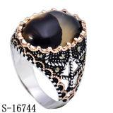 O anel novo do homem da prata esterlina da chegada 925 com duas cores chapeou
