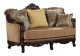 Klassisches Gewebe-Sofa-amerikanische antike Couch mit geschnitzter hölzerner Ordnung für Wohnzimmer