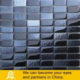黒いおよびベージュ色の短いストリップの石の組合せのガラスモザイク