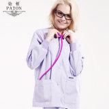O algodão elegante das cores médico esfrega uniformes