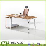 Oficina de retorno de la tabla con el cuadro CF-D81605