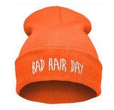 Chapeau tricoté à la broderie facile et simple à la broderie