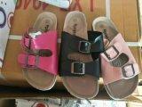 A forma caçoa sandálias, sandálias das crianças do verão, miúdos/deslizadores das crianças, sapatas das meninas, sapatas 10000pairs do menino nas mãos