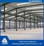 倉庫のためのQ235材料が付いている鉄骨構造の建物