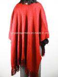 Acrylform-Dame Winter Warm Red/Schwarz-umschaltbarer eingesäumter gestrickter Poncho