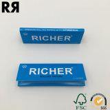 Papel de balanceo blanqueado hojas azules del cigarrillo del paquete que fuma 32