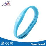 Wristband ajustable del silicón de RFID con la viruta opcional