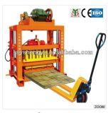 Von Hand betriebene Form-Schwingung-konkrete hohle Block-Maschine der hohen Kapazitäts-Qtj4-40b in Afrika
