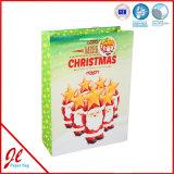 青く熱い押すペーパーギフトはクリスマスのショッピング紙袋を袋に入れる