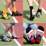 Kundenspezifische Baumwollsport-Knöchel-Socke in verschiedenem und in den Entwürfen