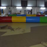 多彩で膨脹可能なプールの長方形グループのプール