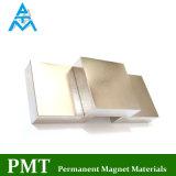 À un aimant permanent N52 carré avec du matériau magnétique de néodyme