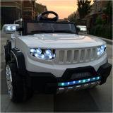 Езда 4 управляя моторов на малолитражном автомобиле игрушек электрическом