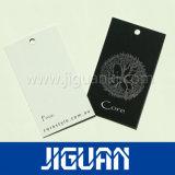 La coutume chinoise vêtement Étiquette de papier imprimé avec de la ficelle