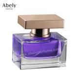 La marca de fábrica negra de la alineada anunció la botella de perfume con perfume original