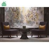 Для отдыхающих фиолетового цвета ткани современное лобби оформлено мебелью из дерева в лобби удобный стул