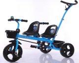 O triciclo do bebê do modelo novo caçoa o carro com Ce