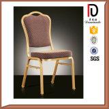 Curvado detrás descontar la silla que empila de aluminio para el partido del banquete (BR-A110)