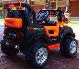 A movimentação das rodas caçoa o passeio elétrico do carro dos brinquedos das crianças em carros