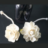 ハンドメイドによるリード拡散器のための一般にローザのヤナギのSolaの花